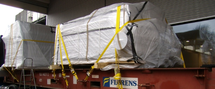 Loading of a KBA Planeta V68 printing machine on flatrack in Germany sold to China